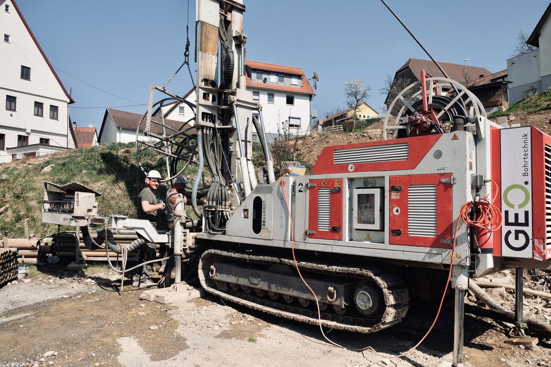 Bohrgerät bei einer Geothermiebohrung für ein Einfamilienhaus